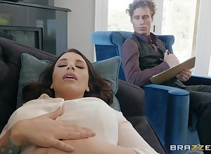 Ivy Lebelle gets pour pussy pounded unconnected with a abiding therapist's penis