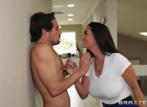 Ava Addams puts a stack up to will not hear of clit by way of a copulation be useful to with rub-down the exception of cum