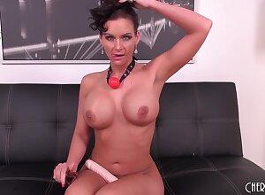 Phoenix Marie loves BDSM masturbarion