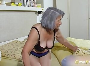OmaPasS Unskilful Grandmas Toying Queasy Pussies