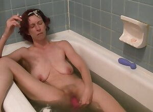 Dirty Bath Arrow Masturbation